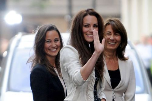 SUNDAY MIRROR ONLY Kate Middleton with her sister Pippa and mother Carole-1509669