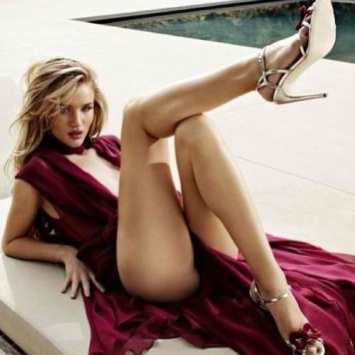 rosie-huntington-whiteley-28-mars-2013.jpg