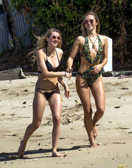 suki-immy-waterhouse-bikini-candids-beach-in-barbados-12-27-2015-1.jpg