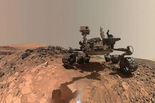 NASAs-Curiosity-Mars-rover-low-angle-selfie.jpg