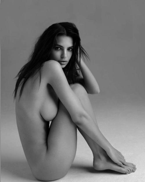 emily-ratajkowski-naked.jpg