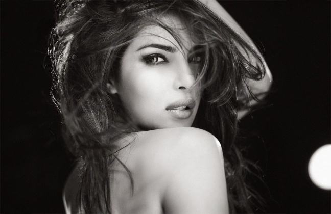 HD Wallpapers and Images of Hot bollywood actress Priyanka Chopra hot pic.jpg